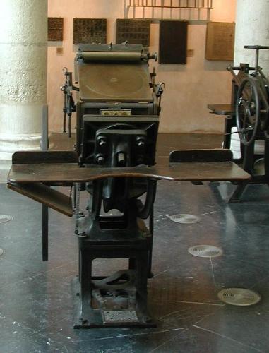 Prensa tipográfica de impresión a pedal. Minerva