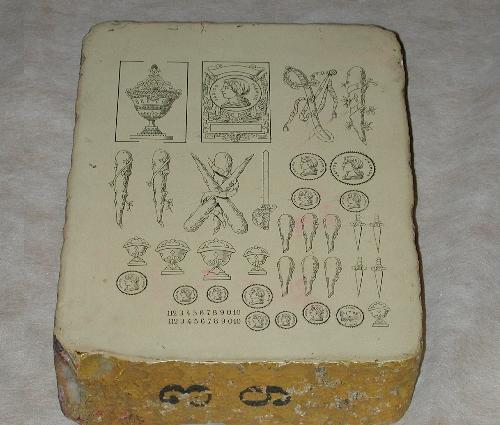 Piedra litográfica de ases y varios palos