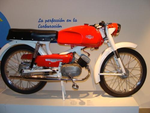 Motocicleta S-50