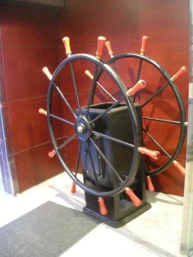 Timón hidráulico con soporte de acero
