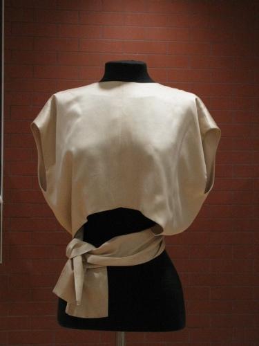 Blusa de raso de seda beis