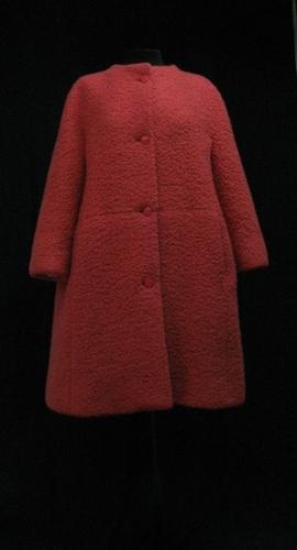 Abrigo de lana bucle color coral
