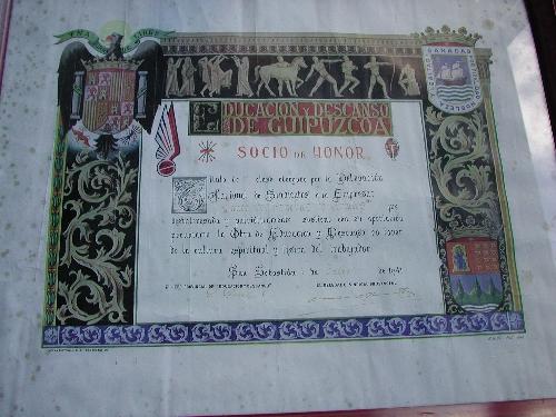 Diploma: Título de Socio de Honor de la Obra de Educación y Descanso de Guipuzcoa