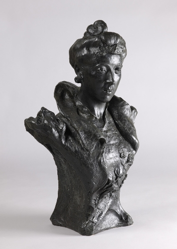 Busto de Dolores Ibáñez de Aldecoa