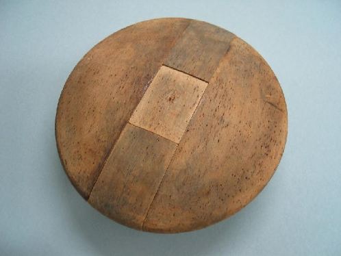 Molde de madera para realizar casquete de fieltro