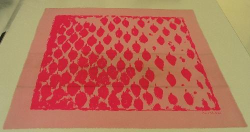 Pañuelo de seda rosa con estampación en fucsia