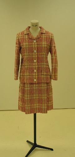 Chaqueta y falda de sarga en lana cruda con línea de cuadros roja