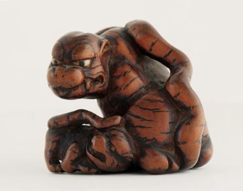 Netsuke en forma de tigre con su cría