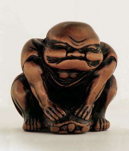 Netsuke en forma de hombre sentado sobre una tortuga