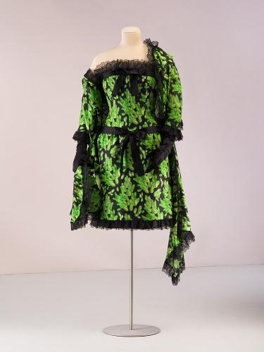 Vestido de gasa de retorno de seda verde con estampación de motivos vegetales