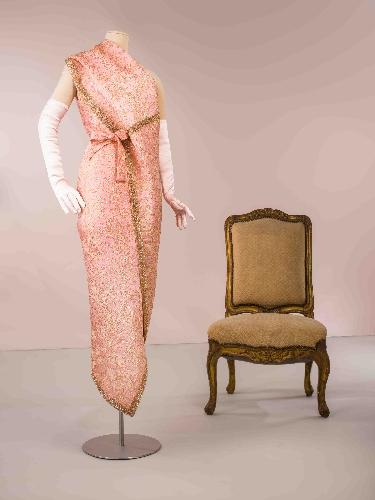 Sari en satén brochado color rosa y dorado