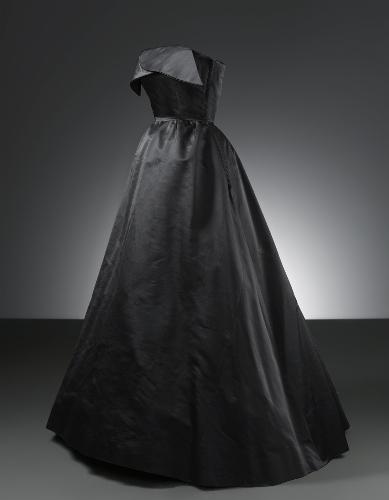 Vestido de noche en satén de seda de color negro