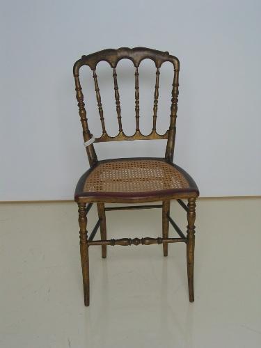 Silla torneada de madera policromada en dorado y asiento de enea