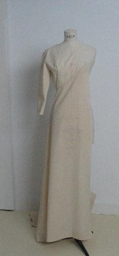 Toile de vestido de novia  con talle cortado en pico