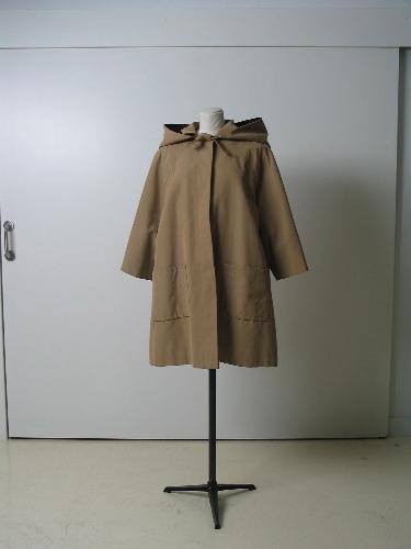Gabardina en algódon khaki, con capucha y forro de cuadros