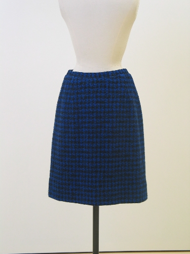 Falda en pata de gallo negra y azul