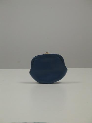 Bolso-monedero en cuero azul klein