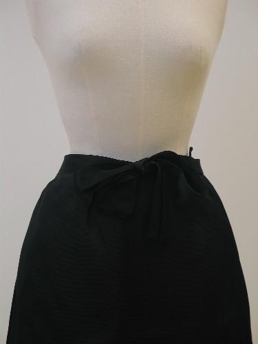 Falda corta de gazar negra con cinturón