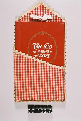 """Libro de recetas """"Tía Leo. Su mesa y su cocina"""""""