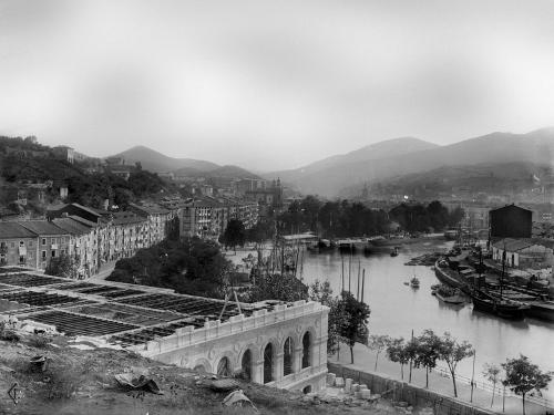 [El actual ayuntamiento de Bilbao en construcción]