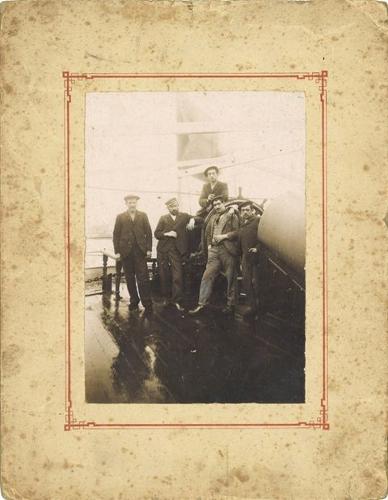 Tripulantes de un buque mercante