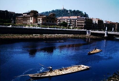 Gabarras en el río Urumea (San Sebastián)
