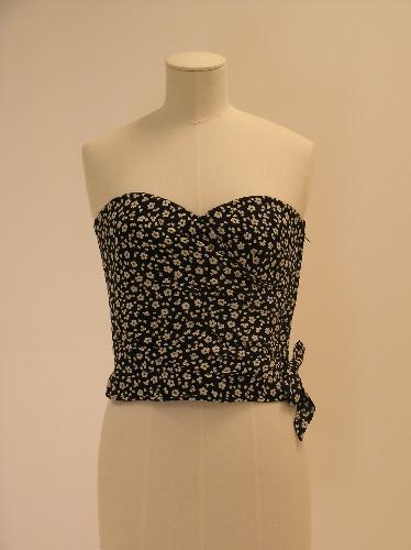 Cuerpo-corpiño en algogón blanco con estampacion floral en negro