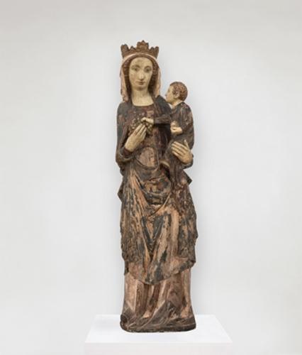 Virgen de pie con el Niño