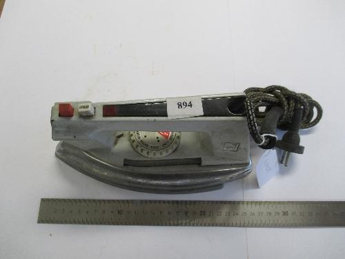 Plancha eléctrica de vapor SOLAC modelo 743/F.
