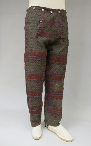 Pantalón con aplicaciones