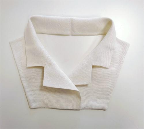 Cuellos postizos en lino blanco
