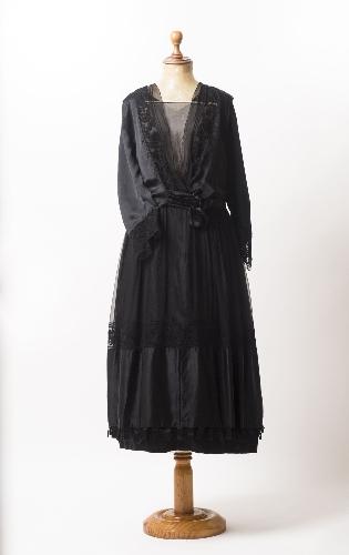 Vestido de seda negro