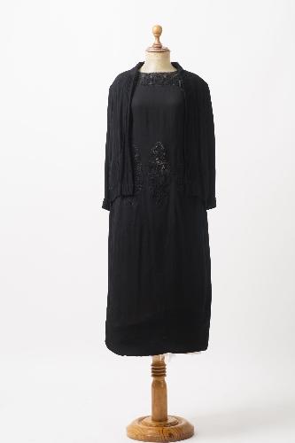 Vestido negro de crepé