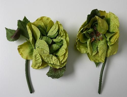 Rosas en tonos verdes con hojas