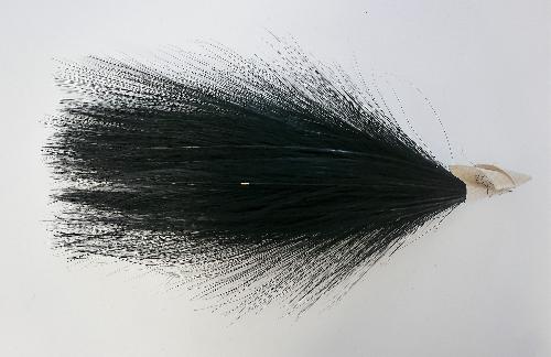 Penacho de plumas negras con papel