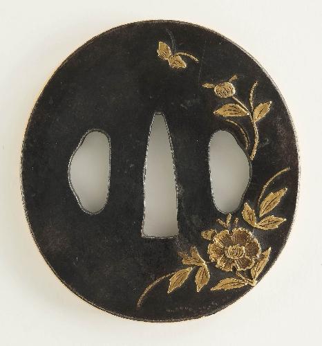 Tsuba con motivos florales y una mariposa