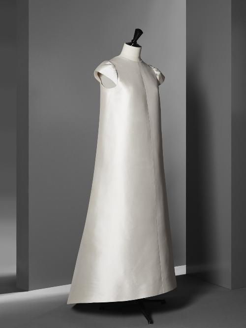 Vestido de noche en ziberlina marfil de Staron.