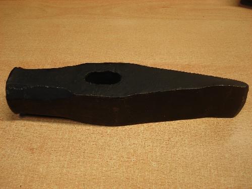 hacha-mazo en forma de cuña de la marca Pino