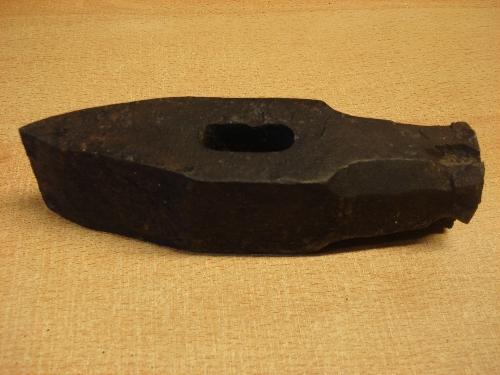 mazo-hacha en forma de cuña
